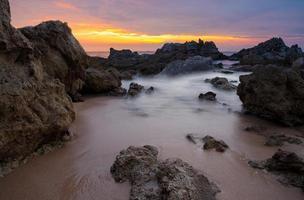 zeegezicht lichte zonsondergang foto