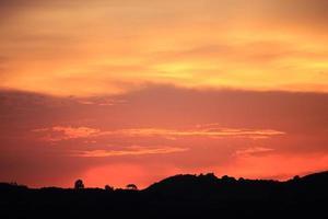 wolk en zonsondergang foto