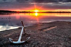 anker bij zonsondergang foto