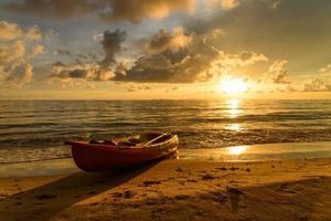 kajak bij zonsondergang foto