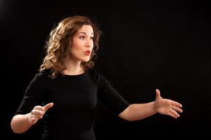 vrouwelijke koordirigent foto