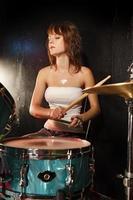 vrouwelijke drummer foto