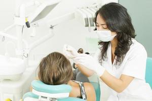 vrouwelijke tandarts foto