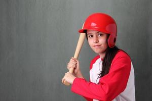 jonge vrouwelijke honkbalspeler foto