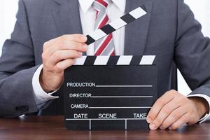 zakenman bedrijf klepel bord aan balie foto