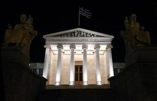 de Academie van Athene 's nachts foto