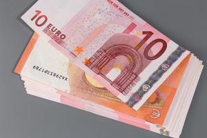 nieuw bankbiljet van tien euro en eurobankbiljet foto