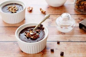 chocoladepudding in ovenschaal foto