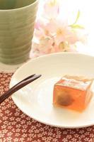 Japanse zoetwaren, gelei van pruimen foto