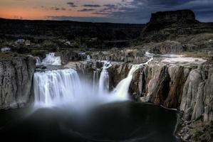 weergave van Shoshone valt in Idaho bij zonsondergang foto