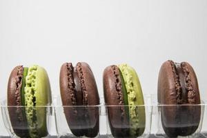 macarons op de witte achtergrond foto