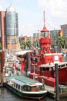 Hamburg Duitsland, schip in de haven van Hamburg foto