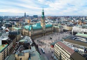 uitzicht op het stadhuis van hamburg, Duitsland foto