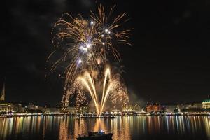 hamburg jungfernstieg feuerwerk alstervergnügen 2014 foto