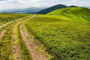 pad op de bergtop foto