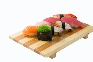 sushi nigiri geïsoleerd op een witte achtergrond foto