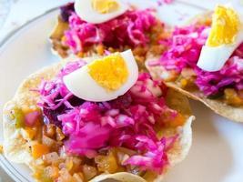 enchiladas (guatemalaanse tostadas) foto