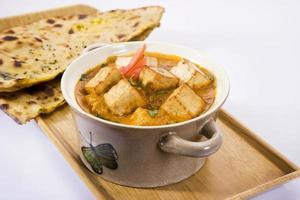 paneer masala of kaas gekookt in een romige saus foto