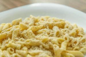 pasta met vier kazen (ai quattro formaggi) foto