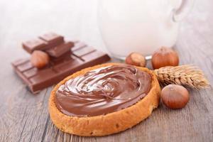 chocoladeroom en brood foto