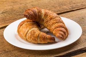 vers gebakken croissants foto
