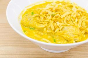 Thaise noodle curry soep foto