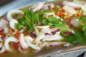 Thais eten pittige inktvis curry