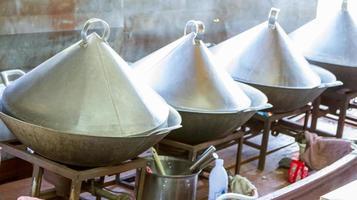 koken op een gas voor koken en verkoop. foto