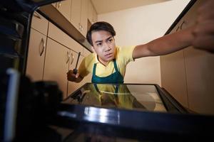het bevestigen van de ovendeur