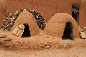 traditionele pueblo klei-ovens foto