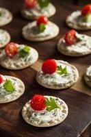 cracker en kaas hors d'oeuvres foto