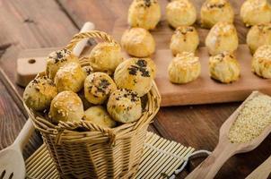 kaasachtige bites met knoflook en blauwe kaas foto