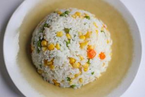 risotto (pilav of rijst) met groenten foto