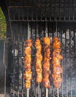 vlees verkoolt tot steenkool foto
