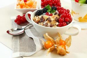 kom met ontbijt foto