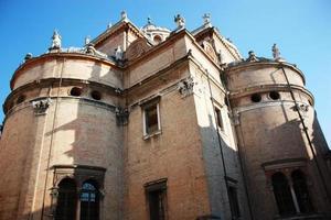 basiliek van Santa Maria Steccata in Parma onder de blauwe hemel foto