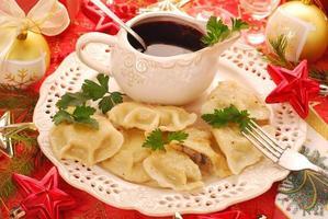 pierogi (ravioli) en barszcz (borscht) voor kerst
