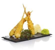 Eby garnalen in tempura geïsoleerd op een witte achtergrond foto