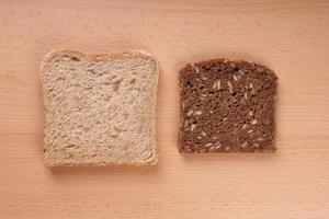 wit en bruin brood foto