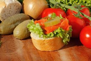 stuk stokbrood met koolvisfilet foto