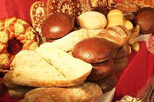 diverse soorten vers gebakken brood foto