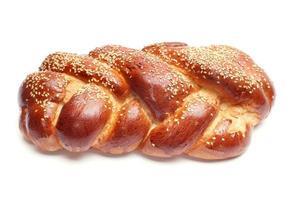 gebakken brood dat op wit wordt geïsoleerd foto