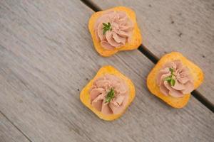 heerlijke paté canapeetjes foto