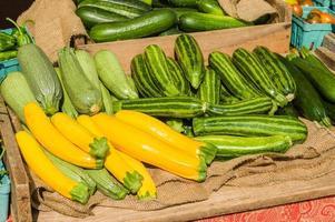 squash tentoongesteld op een lokale boerenmarkt foto