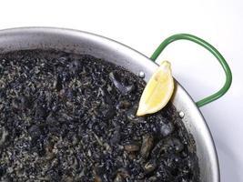 arroz negro - zwarte rijst foto