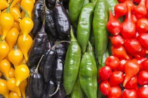 kleurrijke chilipepers foto