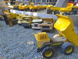 gele speelgoed vrachtwagen speelplaats