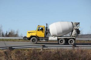 cement mixer vrachtwagen foto
