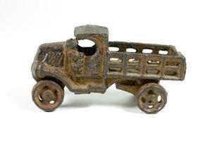 antieke speelgoedvrachtwagen foto