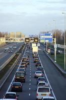 verkeersopstopping op de snelweg in holland foto